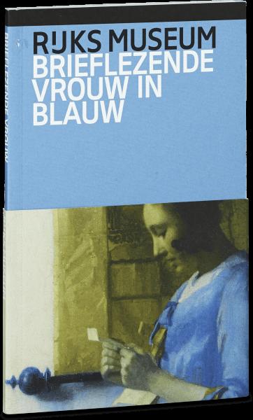 Brieflezende vrouw in blauw
